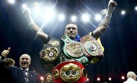 Украинец Усик признан лучшим боксером года поверсии WBC