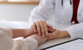 Один из пяти пациентов стесняется сообщать врачу о симптомах рака
