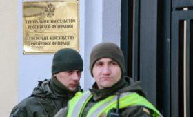 Консульство России в Харькове забросали яйцами и зеленкой