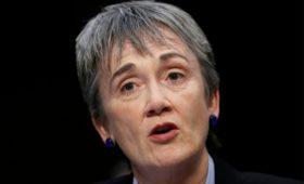 Претендовавшая на пост министра обороны глава ВВС США подала в отставку