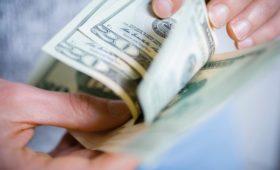 Проблемный бакс. Почему опасно хранить сбережения в наличных долларах