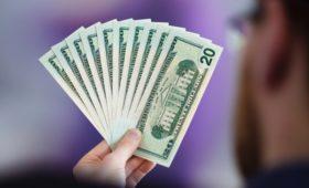 Зависимость от бакса. Почему россияне боятся остаться без наличных долларов
