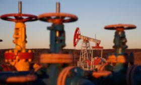 Цены на нефть упали за день почти на 2%