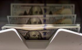 Доллар и евро в пять раз превзошли нацвалюты в торговле России и Китая