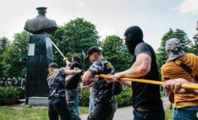 Минобороны РФ увидело в сносе бюста Жукову движение Украины к варварству