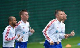 Сборная России пофутболу тренируется перед отборочными матчами ЧЕ-2020 вполном составе