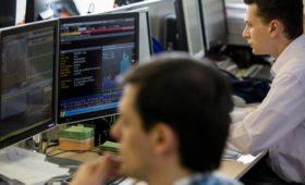 Рубль и фондовый рынок падают на фоне торговой войны и санкций