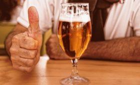 Ученые рассказали, что вреднее для сердца: запой по выходным или умеренная выпивка каждый день