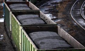 Компания Абрамовича заявила о приостановке экспорта угля через Украину