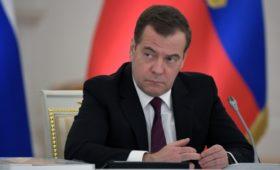 Медведев назвал газовый контракт с Украиной необходимым компромиссом