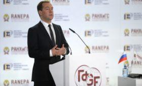 Медведев запланировал встречу с экспертами Гайдаровского форума